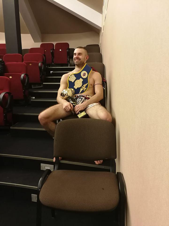 Mateusz zdobywa pas zawodowego mistrza Polski ISKA 2